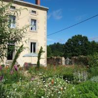 Hotel Pictures: Clos Dentelle Chambres et Tables d'Hôtes, Châteauponsac