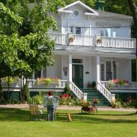 Hotel Pictures: Auberge au fil des saisons, Victoriaville
