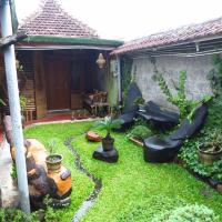 Hotel Pictures: Enny's Guest House, Malang