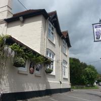Hotel Pictures: The Bluebell Inn, Midhurst