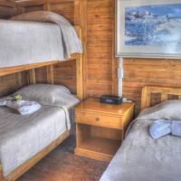 Hotel Pictures: Floreana Lava Lodge, Puerto Velasco Ibarra