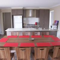 Hotel Pictures: Serviced Houses Roxburgh Park, Coolaroo