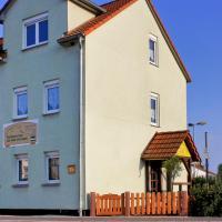 Hotel Pictures: Pension Heinemann - Übernachten am Fuße der Creuzburg, Creuzburg