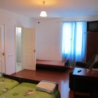 Hotel Pictures: Lyova & Sons B&B, Goris