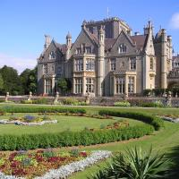 Hotel Pictures: Tortworth Court Four Pillars Hotel, Tortworth