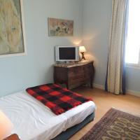 Three-Bedroom Apartment - 19 quai Saint Pierre