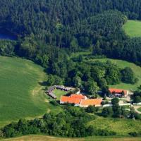 Hotel Pictures: Tvrz Holešice Orlická přehrada, Kamenice