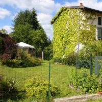 Hotel Pictures: Gîte de Bancherel, Saint-Victor-Montvianeix