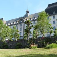 Hotel Pictures: Hôtel-Restaurant les Planchettes, Saint-Flour