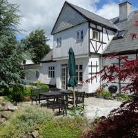 Hotel Pictures: Skovlyst Bed and Breakfast, Jelling