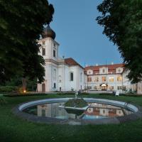 Hotel Pictures: Chateau Loucen Garden Retreat, Loučeň