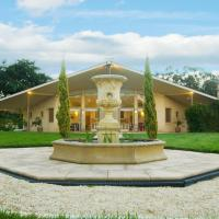 Hotel Pictures: The Gatehouse at Villa Raedward, Yering