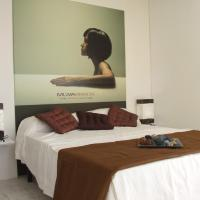 Superior Twin Room with Commercial Street View