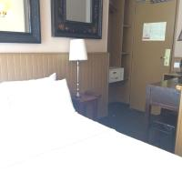Adjacent Double Rooms with Private bathrooms