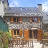 Hotel Pictures: Les Grange de Luchon 1, Antignac