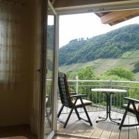 Hotel Pictures: Ferienwohnung Schloßberg, Burg (an der Mosel)