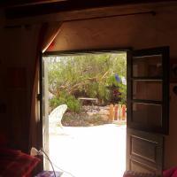 Hotel Pictures: Casita jardín, Uga