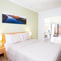Hotel Pictures: Freshwater East Kimberley Apartments, Kununurra