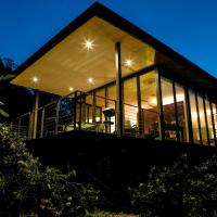 Hotel Pictures: Glass On Glasshouse, Glass House Mountains