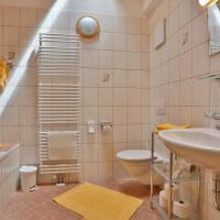 Comfort One-Bedroom Apartment with Balcony - Attic