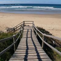Hotel Pictures: Safety Beach Ocean Bungalows, Woolgoolga