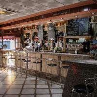Hotel Pictures: Hostal El Emigrante, Dos Hermanas