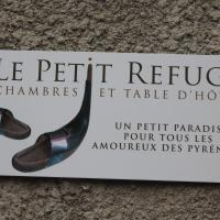 Hotel Pictures: Le Petit Refuge, Ayet