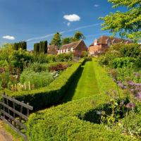 Hotel Pictures: Leeds Castle Holiday Cottages, Maidstone
