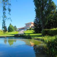 Hotel Pictures: Relais du Silence Domaine du Revermont, Passenans