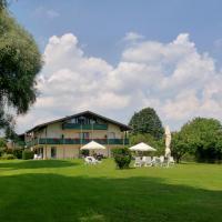 Hotel Pictures: Hotel garni - Chiemsee-Pension-Seebruck, Seebruck