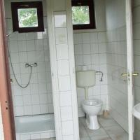 Budget Quadruple Room with Shared Bathroom