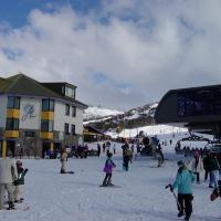 Hotel Pictures: Perisher Manor Hotel, Perisher Valley