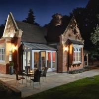 Hotel Pictures: Alexander House Gatehouse Lodge, Turners Hill