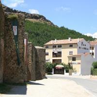 Hotel Pictures: Hostal Restaurante La Muralla, Cañete