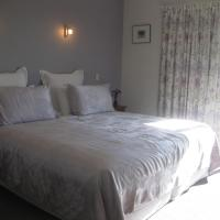 King or Twin Room with Mountain View - Disability Access