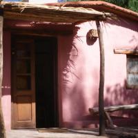 Hotel Pictures: La Calabaza Cabaña, Tilcara
