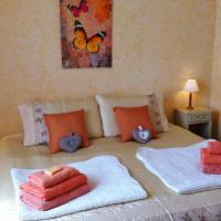Hotel Pictures: Family Run Lovely Private Gite, Castillonnès