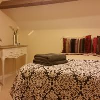 Hotel Pictures: Newditch Farm Accommodation, Bristol