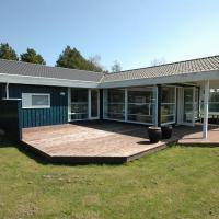 Hotel Pictures: Holiday home Krondyrstien E- 2513, Bøtø By