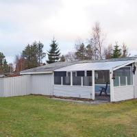 Hotel Pictures: Holiday home Silkehalevej C- 3975, Nordost