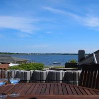 Hotel Pictures: Holiday home Strandlysthuse A- 4573, Munkebo