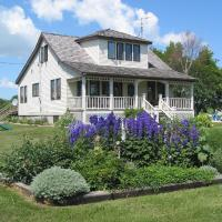 Hotel Pictures: Solmundson Gesta Hus B&B and Wellness Centre, Hecla