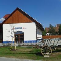 Hotel Pictures: Kemp Slovácký dvůr, Ostrožská Nová Ves