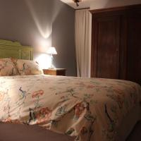 Hotel Pictures: Auberge de l'Art ou Du Cochon, Nonières