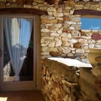 Hotel Pictures: Esprit Garrigues d'Uzès, Pougnadoresse
