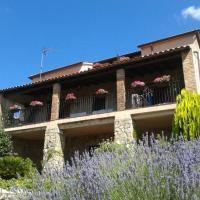 """Hotel Pictures: Casa Rural """"Jardín de la Sierra de Gata"""", Hoyos"""