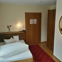 Hotel Pictures: Gasthof Pension Traube, Karres