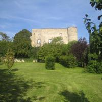 Hotel Pictures: Château de Saint Bonnet, Saint-Bonnet-lès-Allier