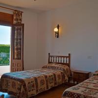 Hotel Pictures: Hostal Las Perdices, Válor