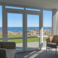 One-Bedroom Apartment with Spa Bath and Sea View